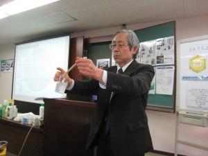 長谷川取締役による石鹸を作る実験